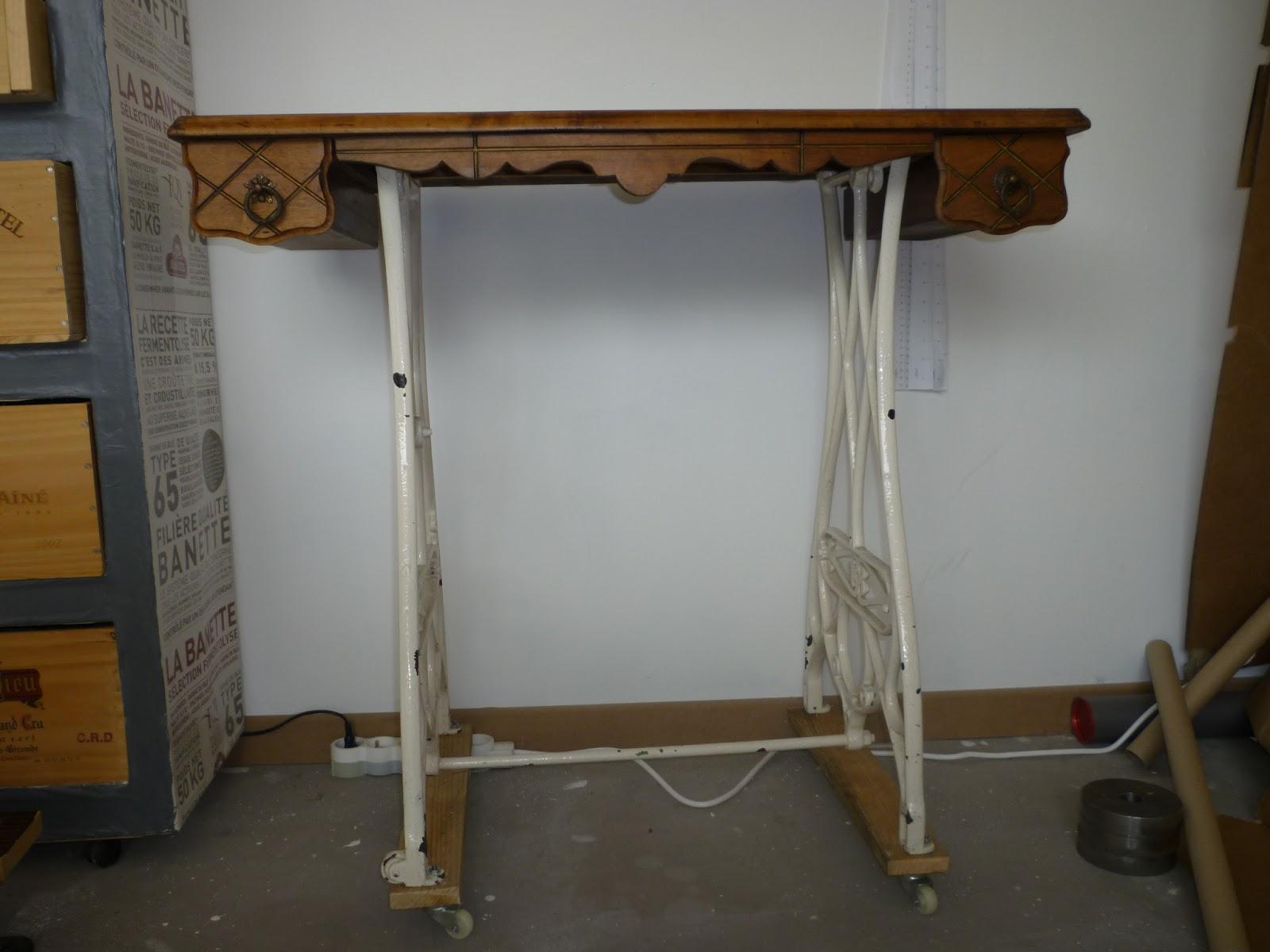 creacris relooking d 39 une table de couture. Black Bedroom Furniture Sets. Home Design Ideas