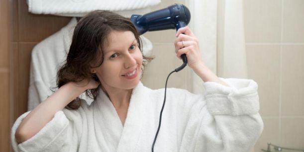 Γιατί δεν πρέπει να χρησιμοποιείτε ποτέ το σεσουάρ μαλλιών των ξενοδοχείων