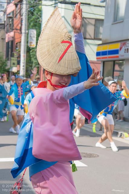 マロニエ祭りで志留波阿連の女踊りの踊り手の一人を撮影した写真 その3