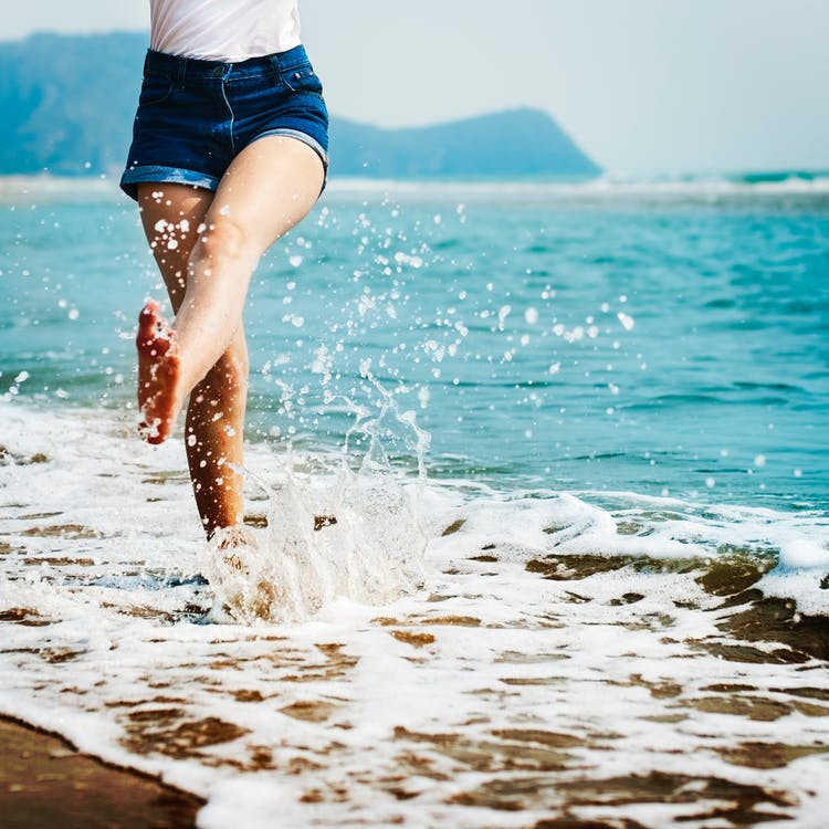 wash your toes in the sea to get rid of sand