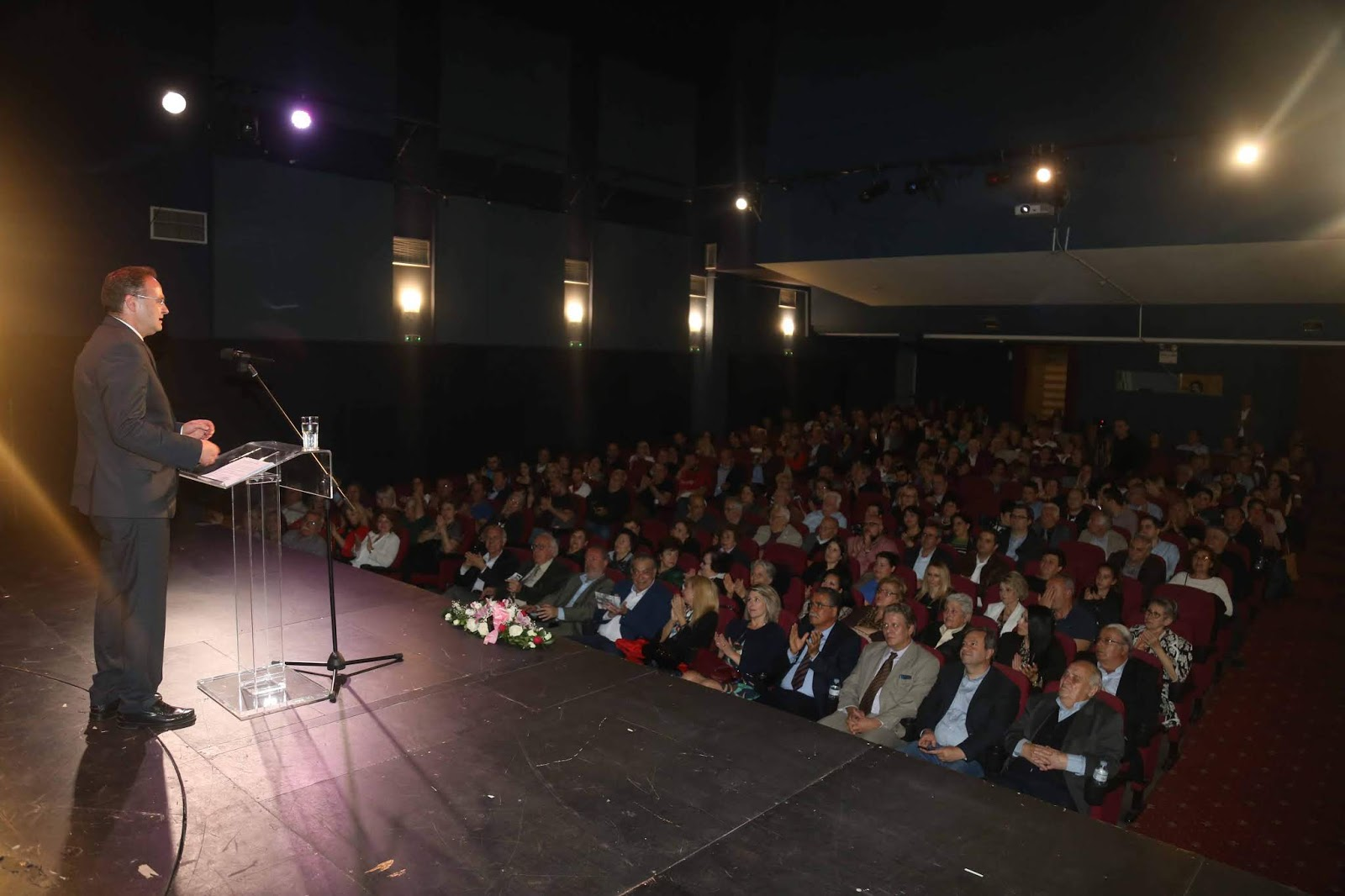 """Οι ετεροδημότες """"αγκάλιασαν"""" το Στέλιο Βαλιάνο - Τι είπε για το Αριστοτέλειο Ινστιτούτο Επιστημών και Επιχειρηματικότητας"""