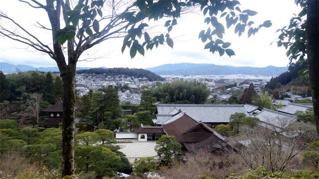 Pemandangan dari atas Genkakuji Temple