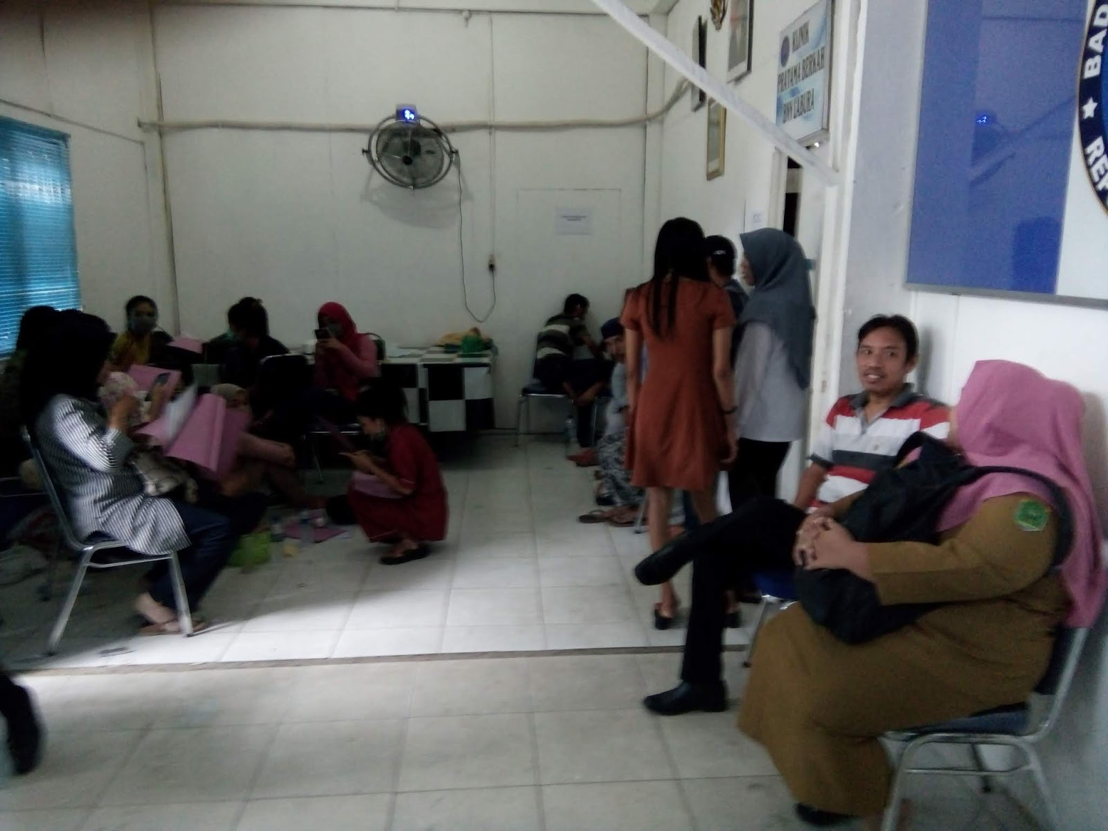 Pemakai narkoba yang terjaring razia dari lokasi hiburan malam saat di kantor BNN Labura.