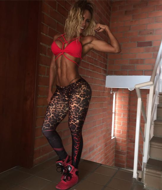 Fitness Sonia Isaza Instagram photos