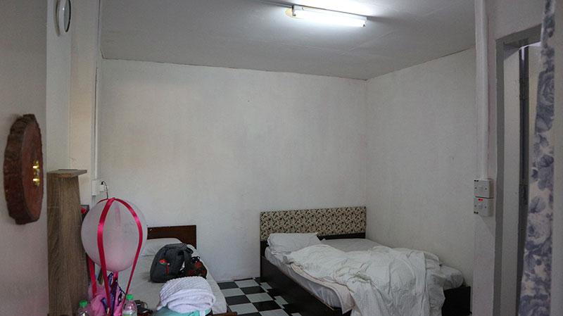 ruang bilik Kinabalu Guest House Kundasang. Selesa dan nyaman tanpa penyaman udara.