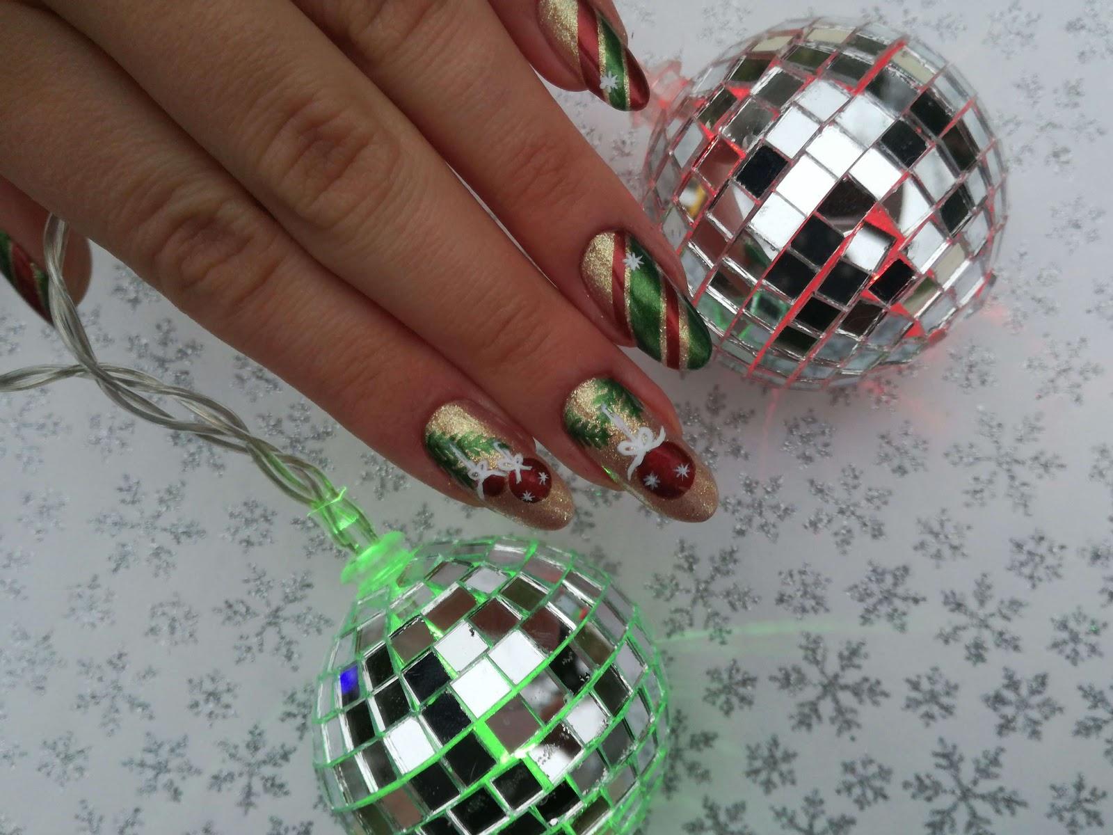 świąteczne paznokcie i lampki