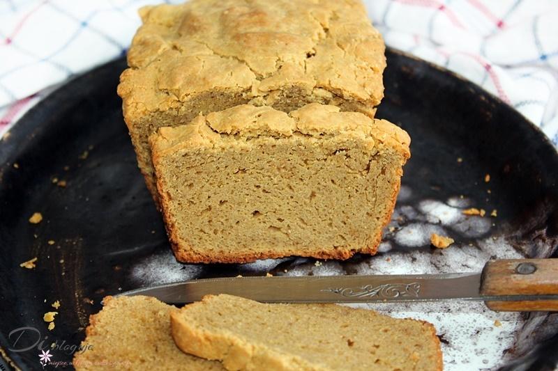 Ekspresowy chlebek z masła orzechowego bez mąki i nabiału (tylko 4 składniki!)