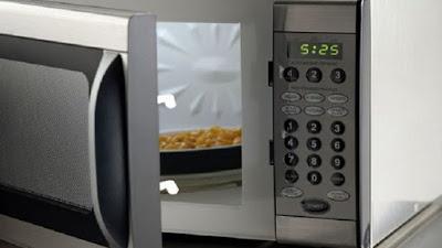 Γιατί δεν πρέπει να βάζετε ποτέ βρασμένο αυγό στον φούρνο μικροκυμάτων