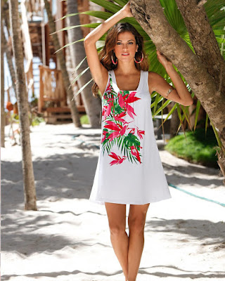 vestido corto con flores para la playa de moda