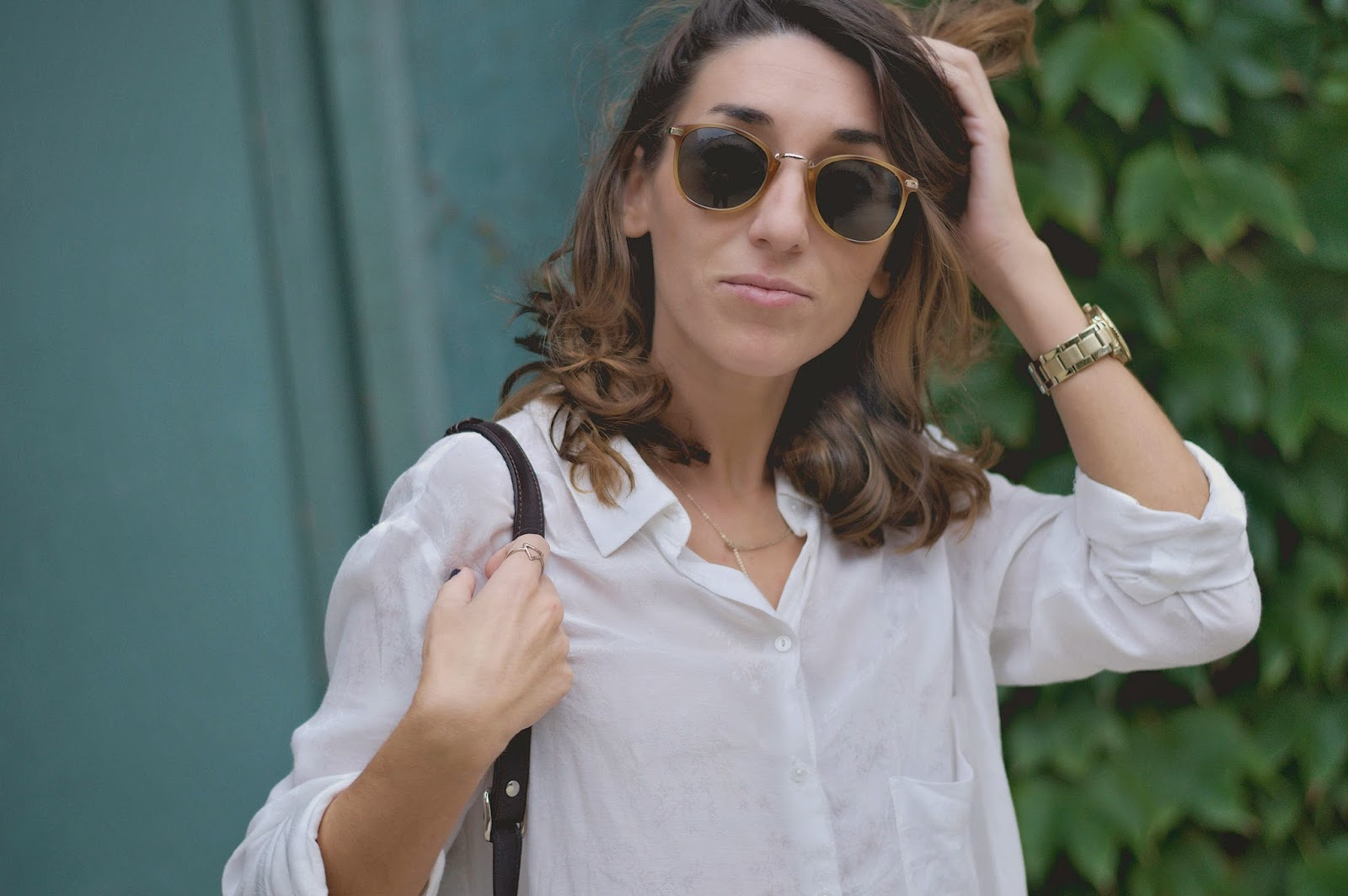 Camisa Mango, jeans Pull&Bear, collar &Other stories, H&M sunnies, mocasines Geox