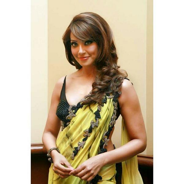 Cute  Bipasha Basu HD Images Wallpapers