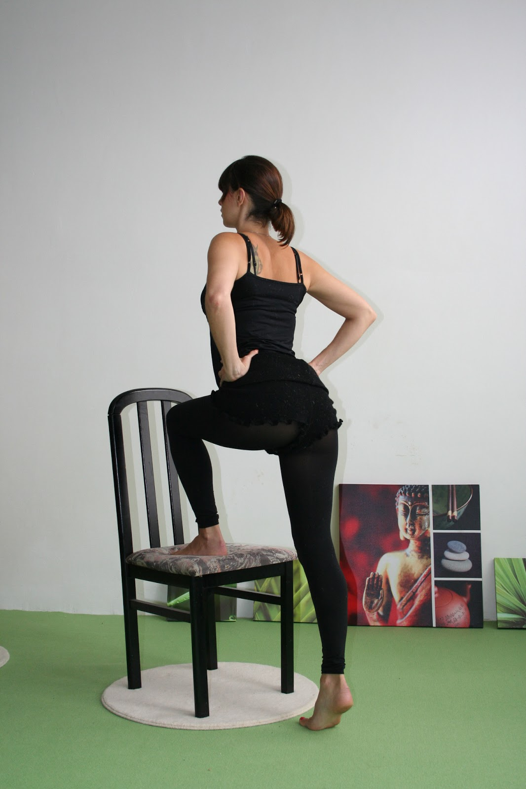 ma petite niche exercices de gym la maison 4 la chaise. Black Bedroom Furniture Sets. Home Design Ideas
