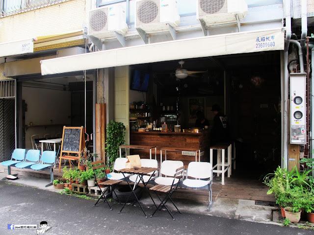 IMG 0400 - 【台中咖啡】教師新村內的轉角咖啡廳 | 前廊咖啡 | 以平價的價格帶給你美味的咖啡饗宴 | 單品咖啡 | 教師新村 | 台中美食 | 台中飲品