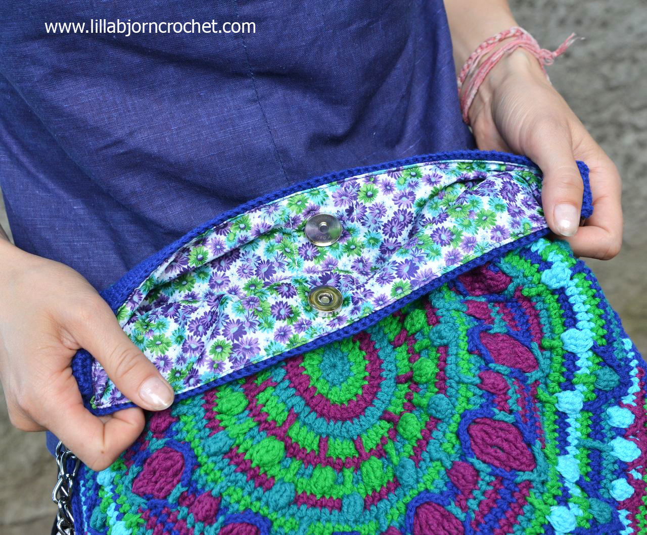 Peacock Tail Bag - new FREE CAL in overlay crochet designed by Lilla Bjorn.