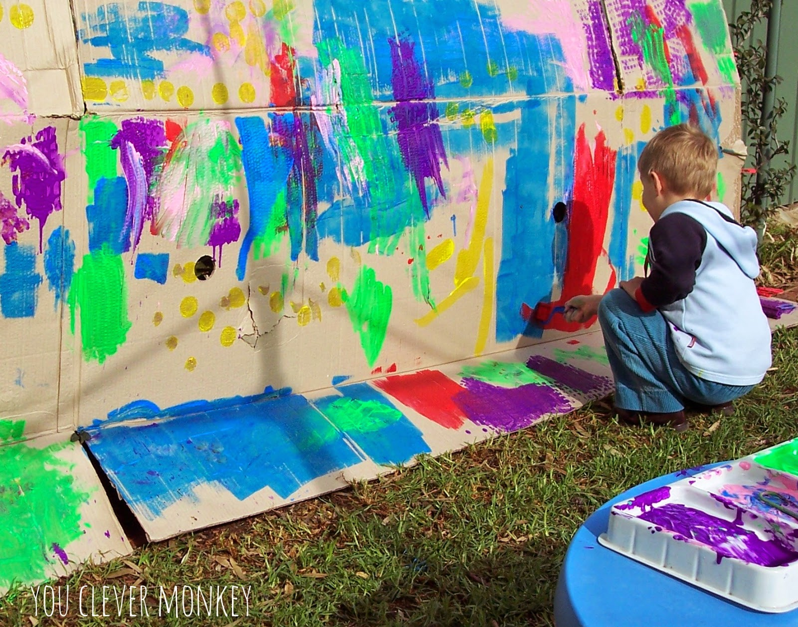 Big art 15 ideas for big art projects you clever monkey for Cardboard activities for toddlers