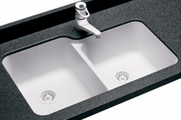 Cast Iron Sinks Are Just What The Name Impliesu2014theyu0027re Made From Iron That  Is Cast In The Shape Of A Basin. The Extremely Heavy Iron Is Coated In A  Glossy ...