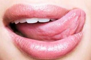 Kebiasaan Yang Menyebabkan Bibir Pecah-pecah