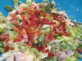 These Turkey & Bacon Ranch Wraps are packed full of crunchy fresh romaine lettuce, sliced turkey, crumbled bacon, tomatoes and ranch dressing. Life-in-the-Lofthouse.com