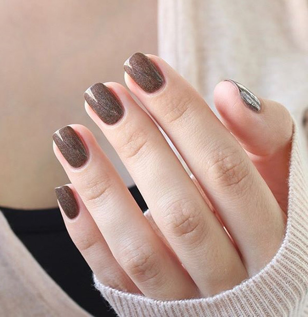 Elegant Looking Bronze Glitter Nail Art Add Warmth To Your Nails This Winter By Painting On Polish Sandwich Designs