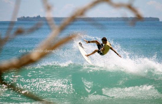 surfing di Mentawai