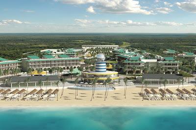 Vue aérienne de l'hôtel face à a mer