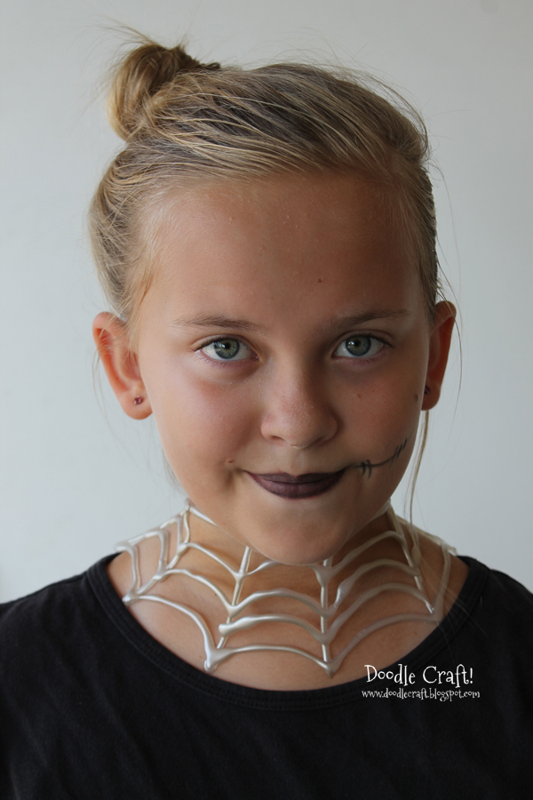http://www.doodlecraftblog.com/2013/09/halloween-necklaces-made-with-hot-glue.html