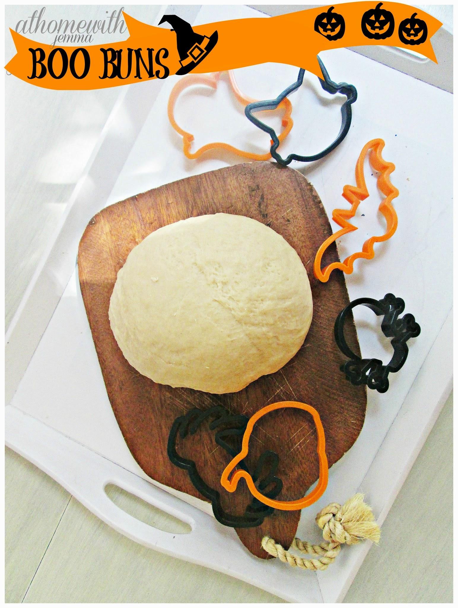 Halloween-bread-recipe-boo-buns