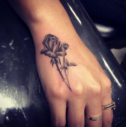 Esta rosa na mão
