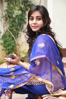 Actress Suza Kumar Pictures in Salwar Kameez at Maaniik Movie Launch  0076.jpg