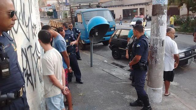 GCMs de Santo André da 3º Inspetoria após informações do monitoramento localizam veículo roubado próximo a favela do Morro da Kibon e detém 4 suspeitos por receptação