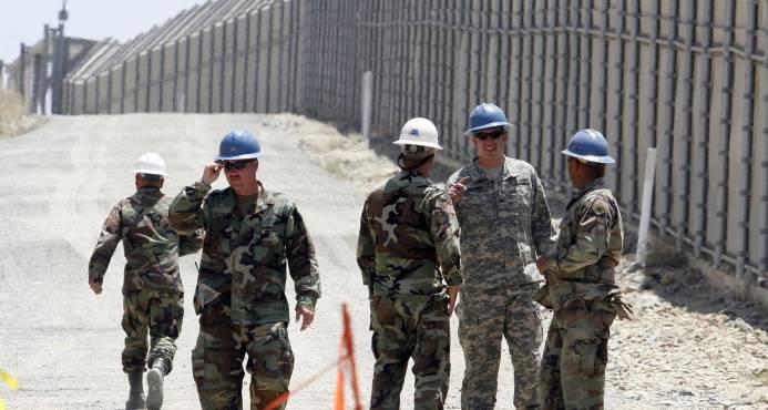 La mayoría de estadounidenses apoya militarizar la frontera, pero no el muro