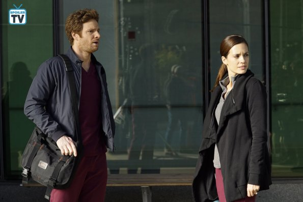 "NUP 184628 0155 595 Spoiler%2BTV%2BTransparent - Chicago Med (S04E08) ""Played By My Rules"" Episode Preview"
