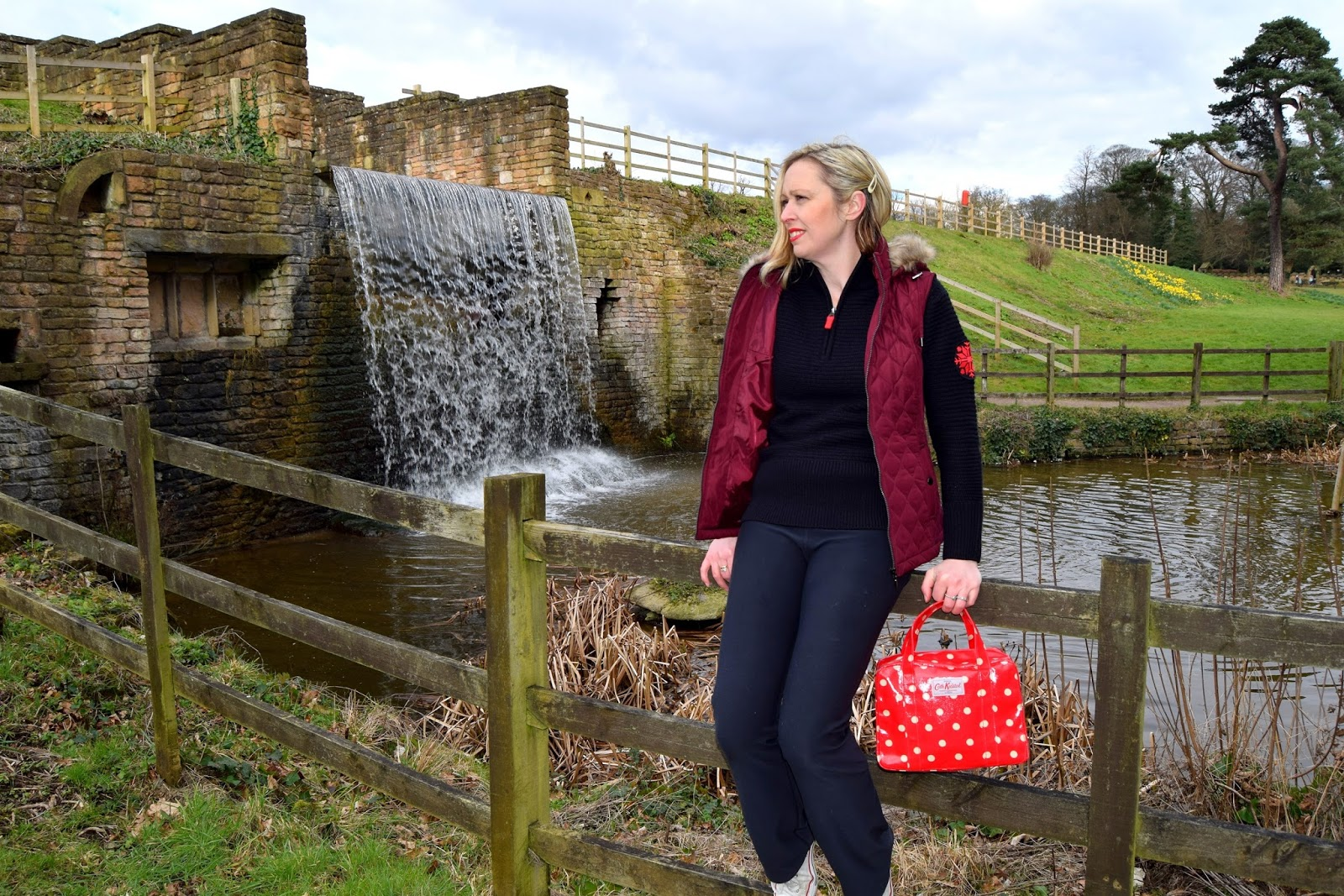 A Wrapped Up Cosy Walk In Newstead Abbey