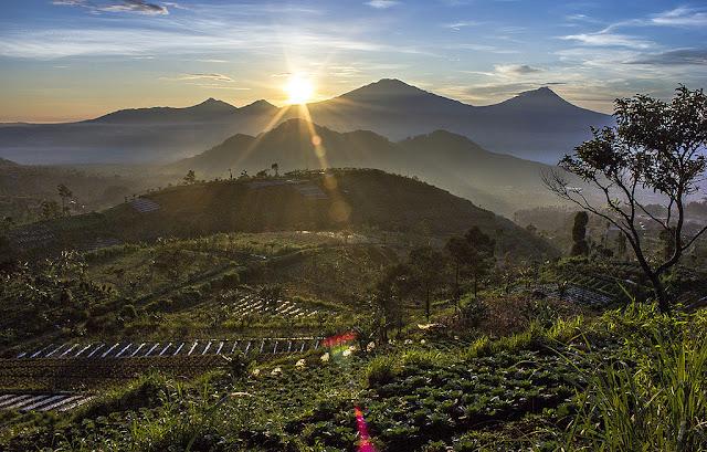 Sunrise di Gunung Telomoyo, Magelang