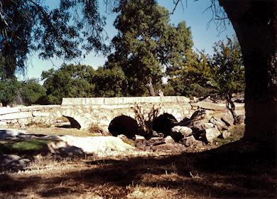 El puente de piedra. 'Los Guijuelos', Ávila.