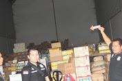 Polres Jakbar Ungkap Gudang Makanan Kedaluwarsa di Jembatan Besi
