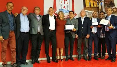 Sessão solene realizada na Câmara Municipal de Alagoinhas concede títulos de cidadão alagoinhense a Renato Almeida e Del Feliz