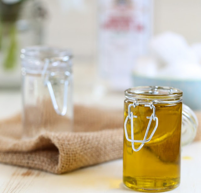 DIY: Cách tẩy trang dưỡng ẩm hot nhất hiện nay