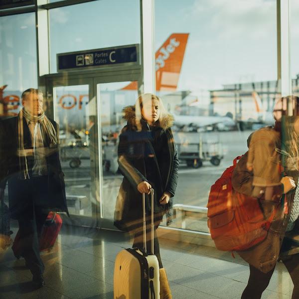 Tips Traveling Naik Pesawat Tanpa Bagasi untuk Muslimah