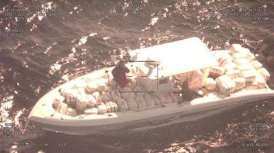 Μετέφερε με σκάφος 424 κιλά κάνναβης στην παραλία της Πλαταριάς