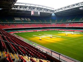 Cuidados del césped del estadio para que esté en perfectas condiciones para jugar los partidos.