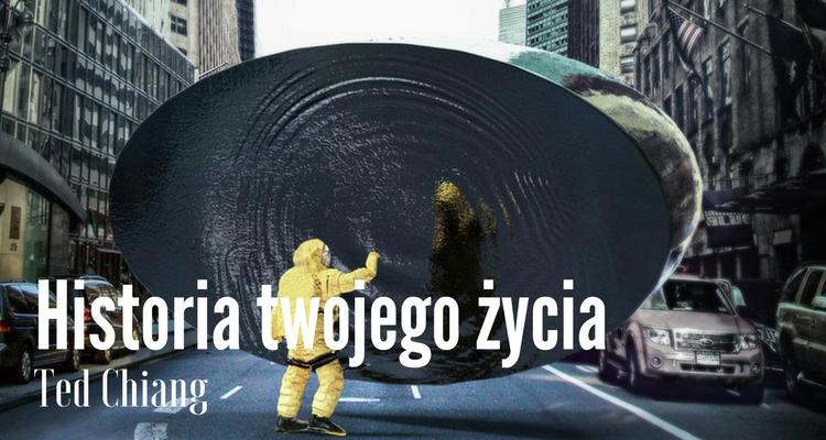 Fragment okładki przedstawiający szklany ekran w kształcie elipsy na środku ulicy między wysokimi budynkami i dotykającego go człowieka w żółtym kombinezonie ochronnym