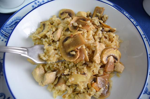 arroz integral con pollo y champiñones al limón, arroz integral con pollo y champiñones, arroz integral con pollo, arroz integral con pollo y verduras, recetas de arroz integral,