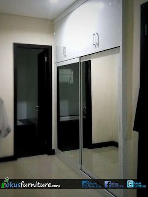 Lemari 2 pintu geser besar dengan 4 pintu atas