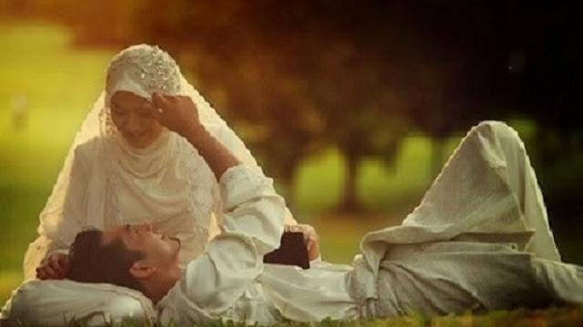 Suami Meminum ASI Istrinya, Benarkah Haram dan Status Pernikahan Jadi Hilang?