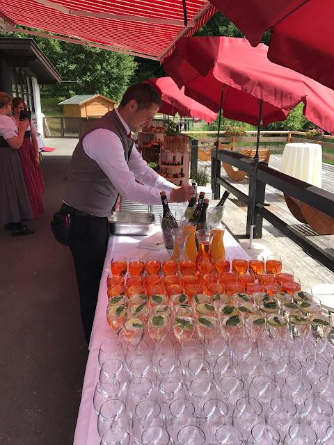 Hochzeitsempfang, Bunte Sommerblumen-Hochzeit am See und in den Bergen, Riessersee Hotel Garmisch-Partenkirchen, Bayern, nahe der Zugspitze, Hochzeitsplanerin Uschi Glas