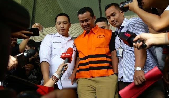 Bupati Subang Ojang Sohandi Resmi Mengenakan Rompi Tahanan KPK