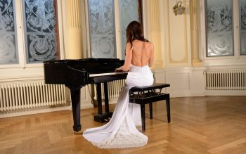 Wallpaper: Bride sing at a piano