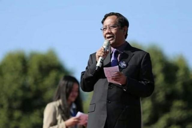 Blak-blakan Mahfud MD di ILC berbuntut Dua Kubu Paslon Plipres Saling Beda Pendapat