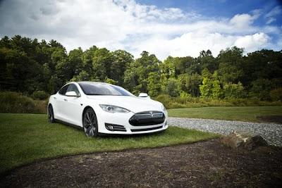 Construir una bateria Tesla és tan contaminant com el cotxe de benzina?